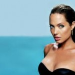 Angelina Jolie se hizo doble mastectomía.