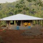 Una de las viviendas de la finca Los Chinos, fronteriza con Nicaragua.
