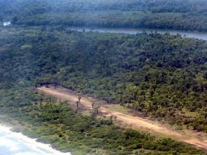 Una pista clandestina abierta en la selva de Honduras.