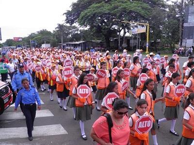 El viernes hubo una marcha de las Brigadas Estudiantiles de Tránsito y la Policía demandando más responsabilidad frente al volante.