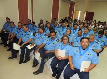 Parte de los 32 comisionados de la Policía Nacional pasados a retiro.