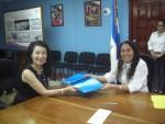La embajadora Ingrid Hsing y la ministra de Salud, Sonia Castro.