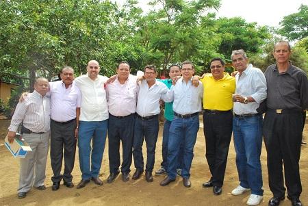 Ex miembros de Hodera junto al ingeniero Francisco López.