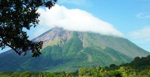 Un sismo de 3.6 grados ocurrido en las cercanías del volcán Mombacho, estremeció a Granada este jueves.