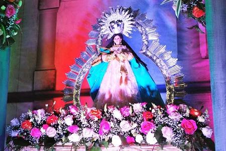 La Virgen María luce esplendorosa en el altar del CSE.