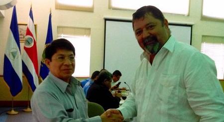 Denis Moncada Colindres y el ministro tico de Seguridad, Gustavo Mata.